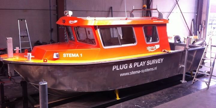 Plug & play survey containerable boat